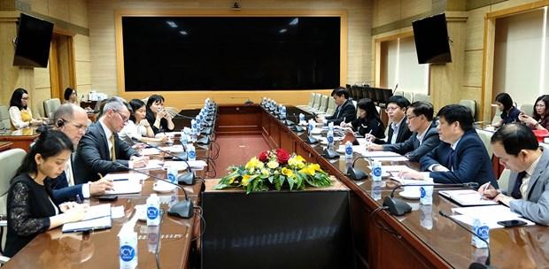 越南卫生部长会见美国疾病控制与预防中心驻东南亚办公室主任麦克阿瑟 hinh anh 1