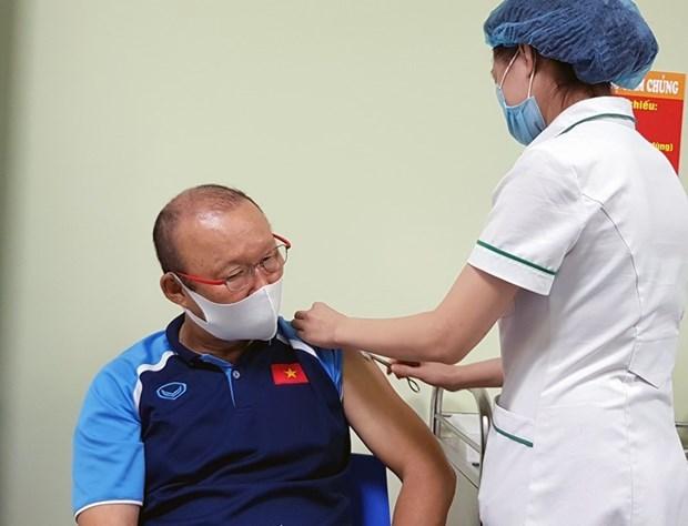 越南国家男足队接种新冠疫苗 hinh anh 1