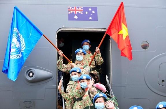 第三号二级野战医院第二批医务人员启程赴联合国南苏丹特派团执行任务 hinh anh 2