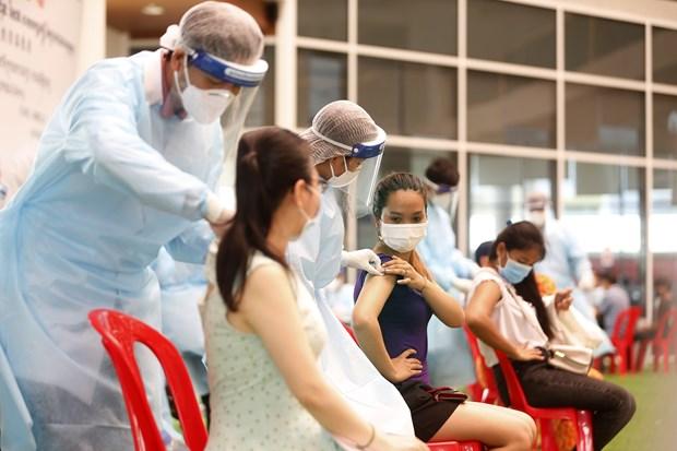 柬埔寨向第2百万名新冠疫苗接种者授予奖金 新加坡收紧社交距离措施 hinh anh 1