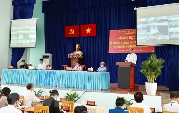 越南国家主席阮春福与胡志明市选民接触 hinh anh 1