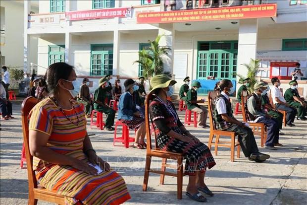 国会与各级人民议会换届选举:广南省南江县6个边界乡提前举行投票 hinh anh 2