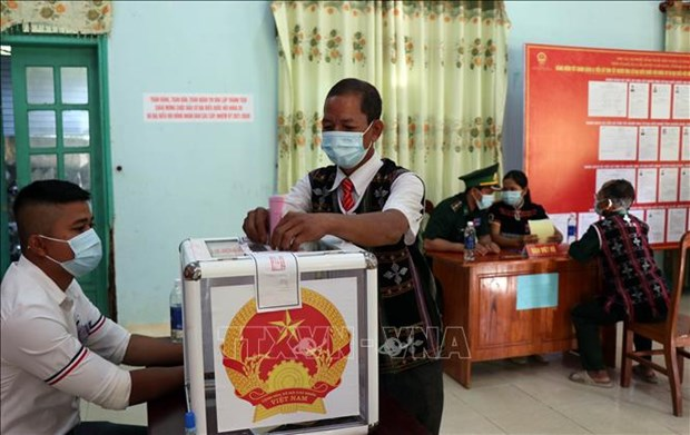 国会与各级人民议会换届选举:广南省南江县6个边界乡提前举行投票 hinh anh 3
