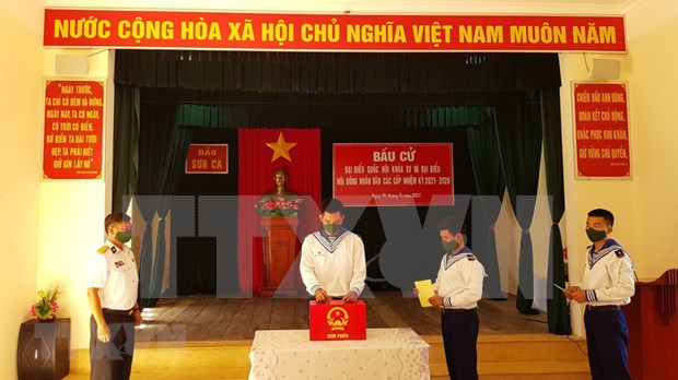 国会和人民议会换届选举:长沙岛县选民积极参加提前投票 hinh anh 1