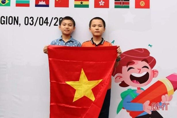 河静省两名初中一年级学生在泰国国际数学竞赛中获得铜牌 hinh anh 1
