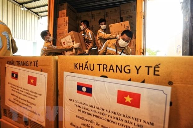 向老挝人民捐赠6亿越盾和22.5万只医用口罩 hinh anh 1