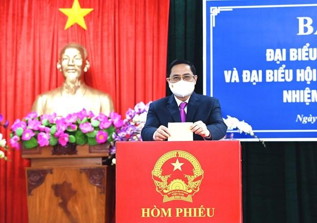 国会和人民议会换届选举:政府总理范明政在芹苴市参加投票 选出新一届国会代表 hinh anh 2