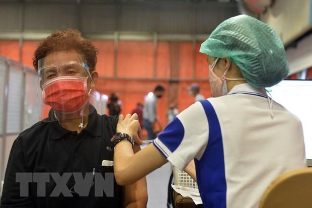 新冠肺炎疫情:泰国居民支持政府的疫苗接种计划 hinh anh 1
