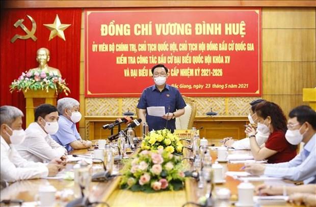 越南国会主席王廷惠前往北江省和北宁省检查选举工作 hinh anh 2
