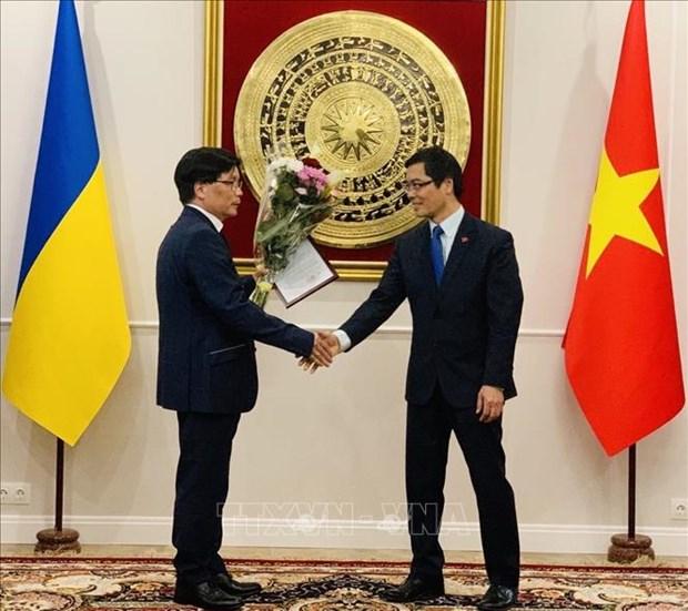 越乌友好协会秘书长阮文卿被任命为越南驻乌克兰敖德萨名誉领事 hinh anh 1