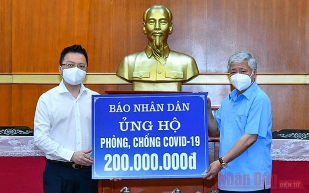 人民报社为疫情防控工作捐款两亿越盾 hinh anh 1