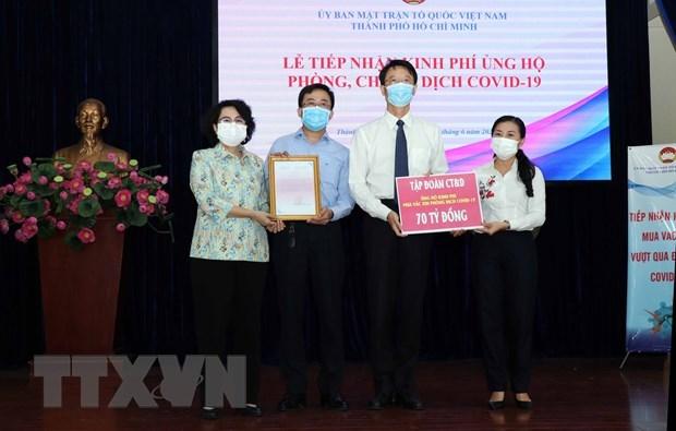 胡志明市接收超过990亿越盾的新冠肺炎疫情防控捐赠款物 hinh anh 1