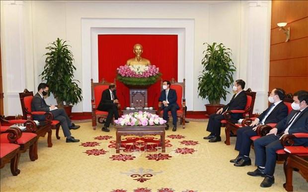 越南高度重视与新加坡等邻国和本地区各国的合作 hinh anh 1