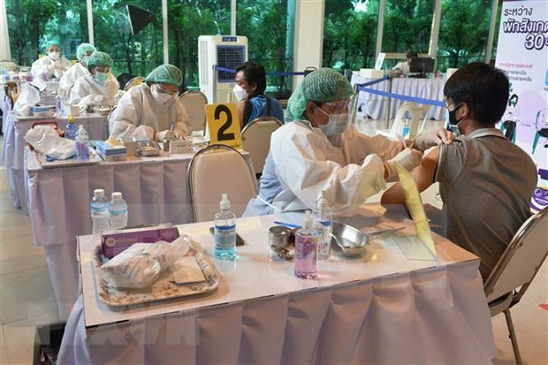 泰国日增新冠肺炎死亡病例、老挝 境外输入新冠肺炎确诊病例创纪录 hinh anh 1