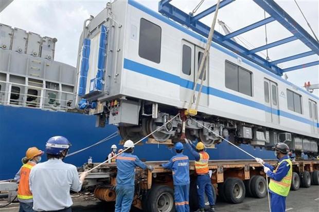 胡志明市地铁一号线再有两列列车运抵庆会港 hinh anh 1