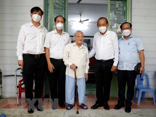 政府常务副总理张和平走访慰问优抚家庭 hinh anh 1