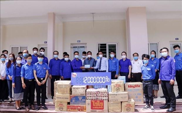 老挝人民革命党共青团中央委员会为万象越南留学生提供援助 hinh anh 1