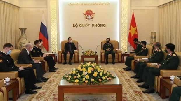 越南国防部长潘文江会见俄罗斯驻越大使根纳季·贝兹德科 hinh anh 1