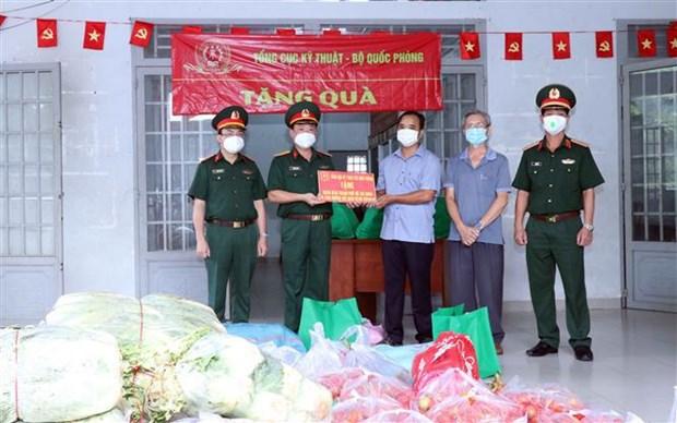 胡志明市开展第二轮扶助计划 为面临困境的群众提供援助 hinh anh 1