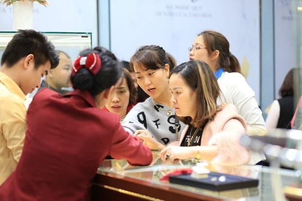 8月9日上午越南国内黄金价格超过5700万越盾 hinh anh 1