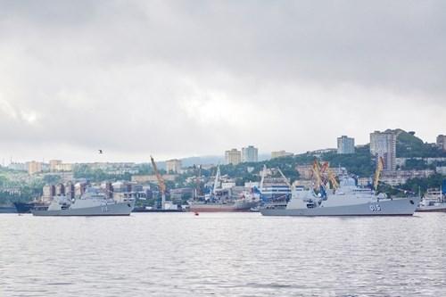 """越南、俄罗斯、中国和缅甸海军在""""海杯""""项目比赛同台竞技 hinh anh 1"""