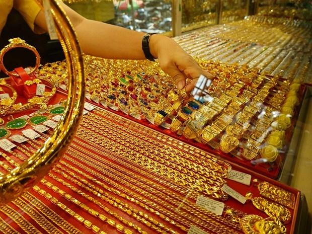 8月12日上午越南国内黄金价格接近5700万越盾 hinh anh 1