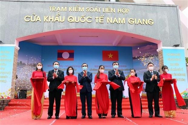 越南广南省南江-老挝DaktaOk国际口岸正式开通 hinh anh 1