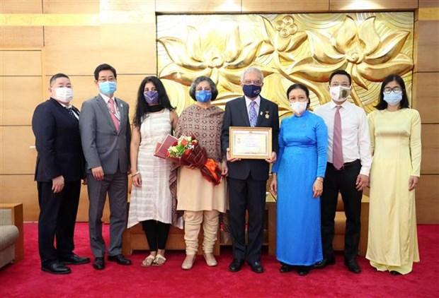 联合国常驻越南协调员荣获越南友谊勋章 hinh anh 2