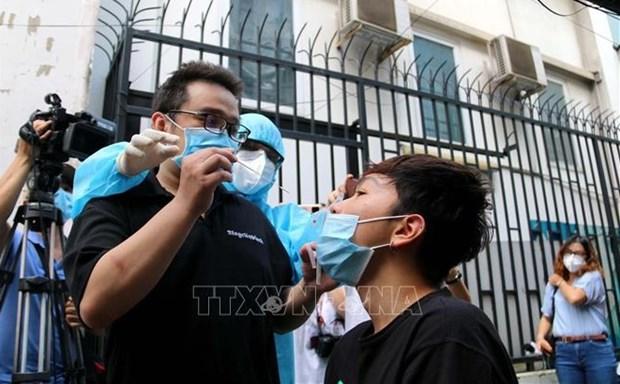 越南新冠疫情:胡志明市引导人们在家自行采集样本 hinh anh 1