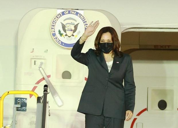 美国副总统卡玛拉·哈里斯开始对越南进行访问 hinh anh 1