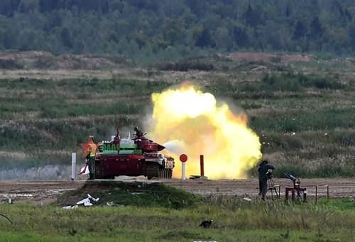 2021年国际军事比赛:越南坦克参赛队第一车组出色完成比赛 hinh anh 2