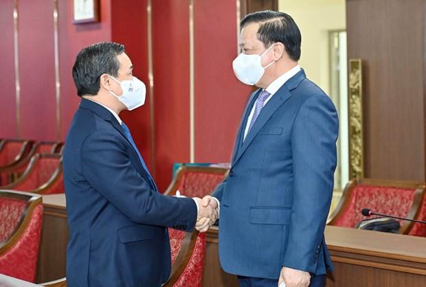 越南首都河内与老挝万象加强多个领域合作 hinh anh 2