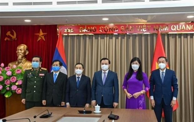 越南首都河内与老挝万象加强多个领域合作 hinh anh 3