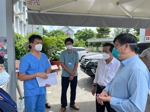 范明政总理视察平阳省救治新冠肺炎患者的医疗机构 hinh anh 2