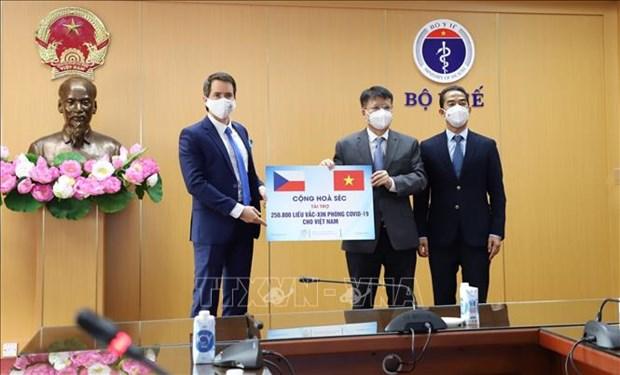越南接收由捷克政府捐赠的25万剂新冠疫苗 hinh anh 1
