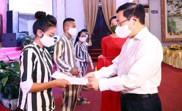 范平明出席4号富山监狱国家主席特赦令发布仪式 hinh anh 1