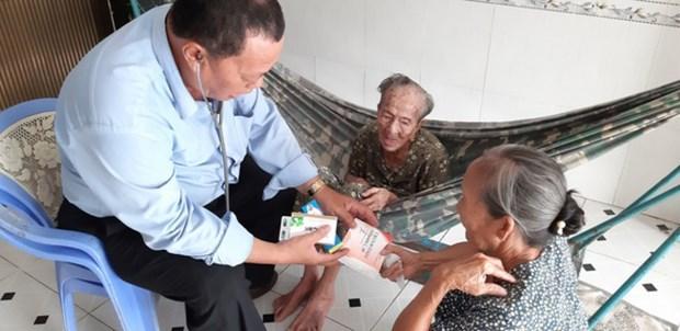 越南国家主席向两名医务人员追授劳动勋章 hinh anh 1