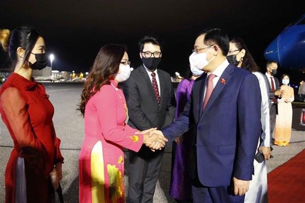 越南国会主席王廷惠抵达赫尔辛基 开始对芬兰共和国进行正式访问 hinh anh 1