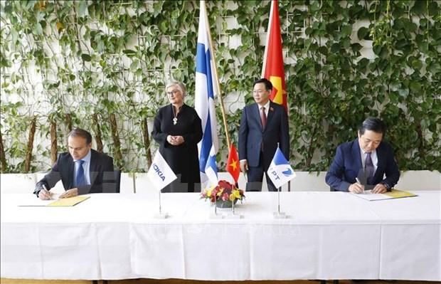 越南与芬兰国会主席见证VNPT与NOKIA合作协议的签字仪式 hinh anh 1
