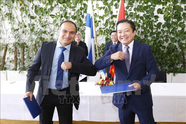 越南与芬兰国会主席见证VNPT与NOKIA合作协议的签字仪式 hinh anh 2