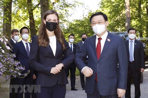 越南国会主席王廷惠会见芬兰总理桑娜·马琳 hinh anh 1