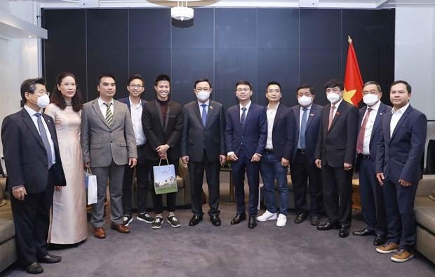 王廷惠会见坦佩雷市市长和在芬兰越南青年企业家代表 hinh anh 2