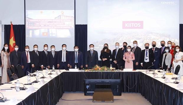 王廷惠会见坦佩雷市市长和在芬兰越南青年企业家代表 hinh anh 1