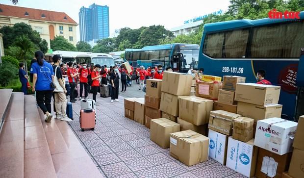 万多名志愿者踊跃报名赴南方各省市参加防疫工作 hinh anh 2