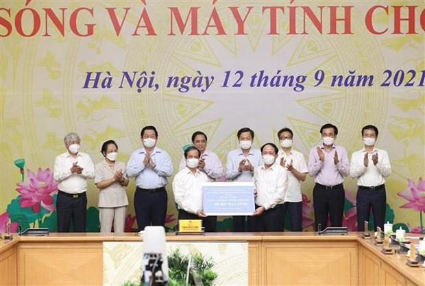 """政府总理范明政启动""""给学生的网络和电脑""""项目 hinh anh 2"""