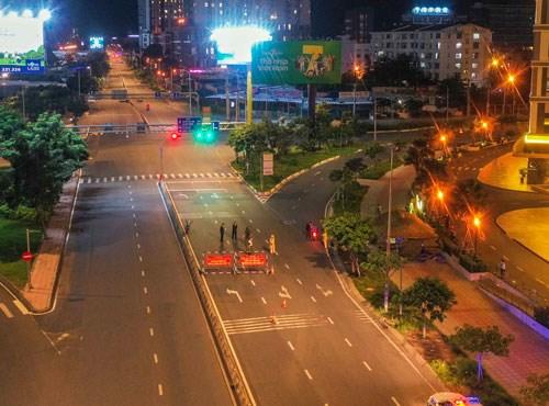 胡志明市:哪个地方控制住疫情 社交距离措施将放宽 hinh anh 1