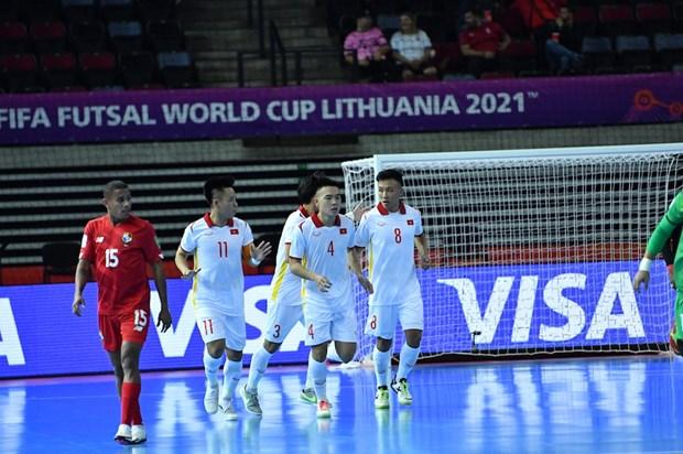 2021国际足联室内五人制足球世界杯:越南队以3比2击败巴拿马队 hinh anh 1