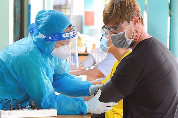 岘港市为外国人和侨胞接种新冠疫苗 hinh anh 1