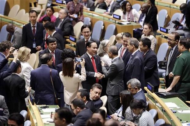 阮春福抵达纽约开始出席第76届联合国大会一般性辩论议程 hinh anh 2