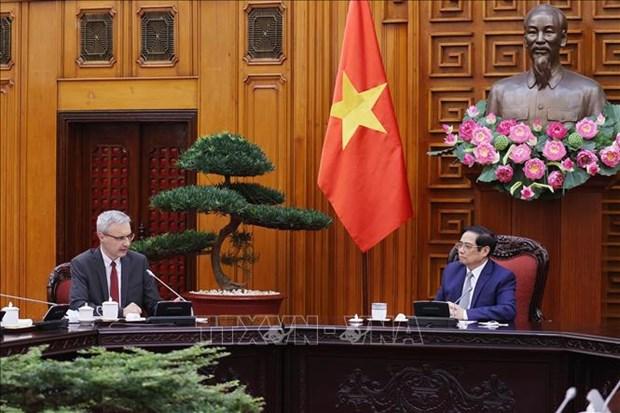 越南政府总理范明政会见法国驻越南大使沃纳里 hinh anh 1